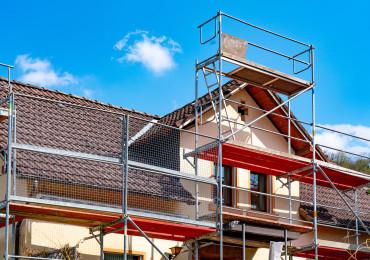 ponteggio su tetto di una casa